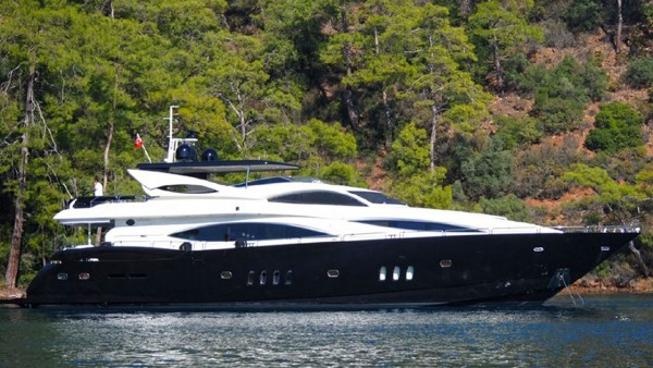 Motor Yacht Evolution