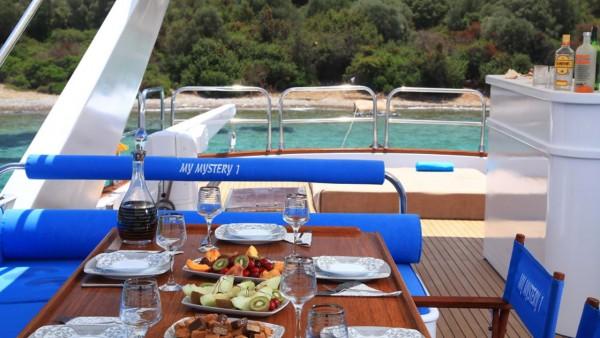 Motor Yacht Mystery I