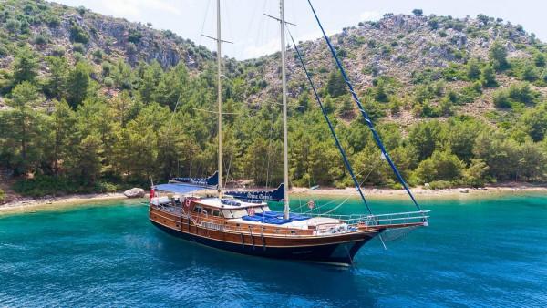 Diva Deniz Caicco