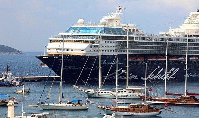 Noleggio Caicco vs Nave da Crociera